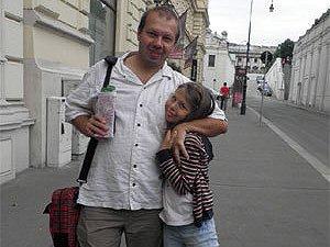Олійников через погрози виїхав з України