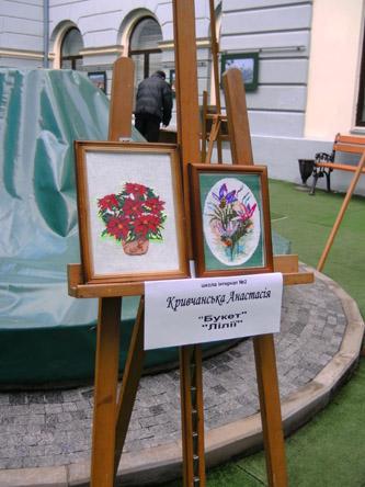 У дворику міської ратуші виставка дитячих робіт