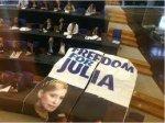 """У Європарламенті розклали плакат """"Юлі - волю"""""""
