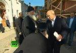 Священик поцілував руку Путіну - той на нього замахнувся (відео)