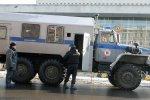 Міліція готується до масових заворушень, озброюючись щитами, бар'єрами та автозаками