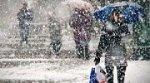 В Чернівцях снігопад значно ускладнив дорожню ситуацію