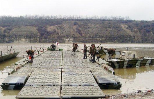 Військові відновили рух через Дністер завдяки двом паромним переправам