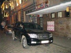 У центрі Чернівців джип Land Cruiser намагався втекти від міліції