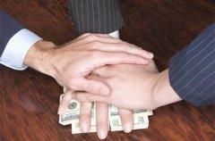 На Буковині посадовець виконавчої служби попався на хабарі в 500 доларів