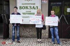 """В Чернівцях протестували проти відміни потягу """"Чернівці-Ковель"""""""