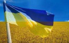 """Перший національний прапор у Чернівцях на редакції """"Молодого буковинця"""""""