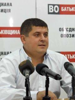 Народний депутат Максим Бурбак: про вибори в Чернівцях, футбол і тендери