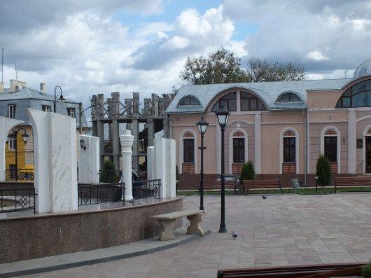 Дайте напитись води з криниці на Турецькій площі