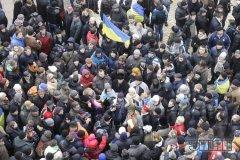 На Михайлівській площі зібралося вже 3,5 тисячі людей