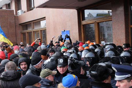 У Франківську протестувальники захопили ОДА
