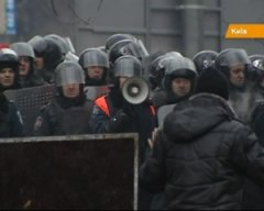 Матері військовослужбовців виходять на Майдан забирати синів-силовиків