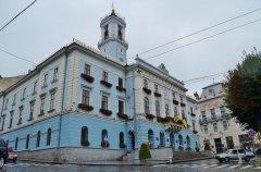 """Авіакомпанія """"Буковина"""" заборгувала Чернівецькій міській раді понад 128 тис. грн."""
