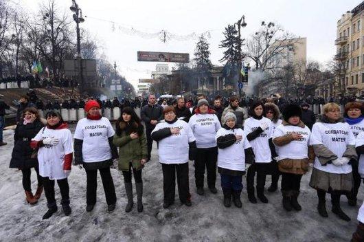 """Мати двох дочок регіоналка Ніна Прудникова назвалась """"солдатською матір'ю"""""""