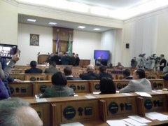 На позачерговій сесії Чернівецької облради депутати висловили недовіру Папієву та заборонили на Буковині діяльність ПР та комуністів