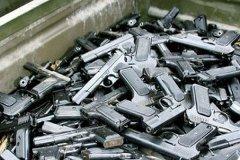 Чернівецькі міліціонери закликають добровільно здавати зброю