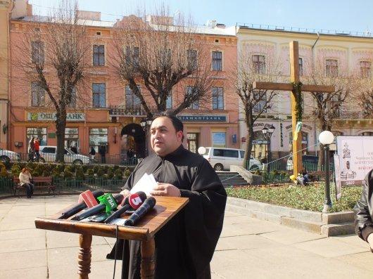 Пам'ятник на Центральній площі Чернівців не відновлюватимуть, а встановлюватимуть