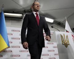 """Яценюк витягує Україну з кризи. Буковина гордиться прем""""єром"""