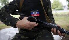 Жителі селища на Донбасі розігнали бойовиків і розібрали їхній блокпост