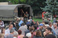 Під час роздачі сосисок в Слов'янську місцеві здали військовим двох терористів (фото)