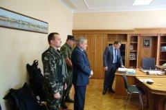 Клієнти ПриватБанку передали українським воїнам 400 бронежилетів