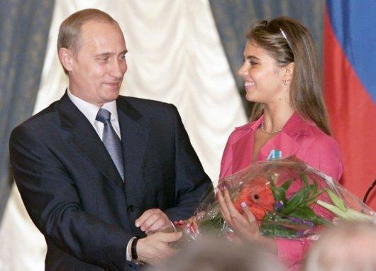 """Журналісти врешті порахували дітей коханки Путіна від """"невідомого героя"""""""