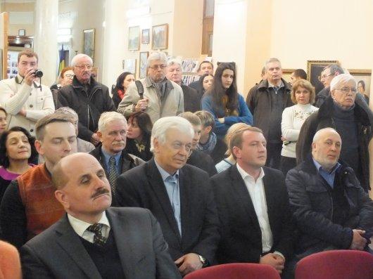 У Чернівцях пройшов перший аукціон для допомоги українській армії