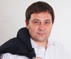 Депутат Чернівецької міськради воїн-доброволець Василь Максимюк повертається з війни поранений