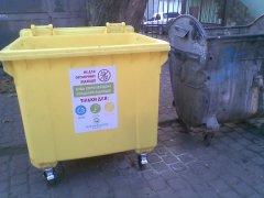 У Чернівцях з'явилися новенькі смітники