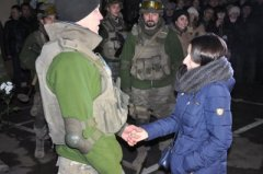Чернівецький нацгвардієць привселюдно попросив руки коханої