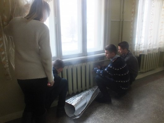 Старшокласники чернівецької гімназії самотужки утеплили школу