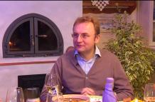 Андрій Садовий показав свій обстріляний львівський будинок