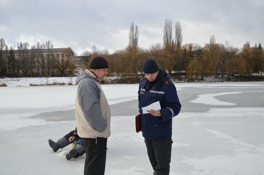 Буковинські рятувальники нагадують про правила поведінки на льоду