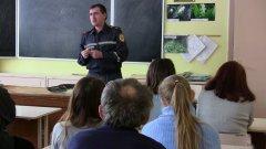 Чернівецькі рятувальники розповіли освітянам правила поведінки у разі надзвичайної ситуації