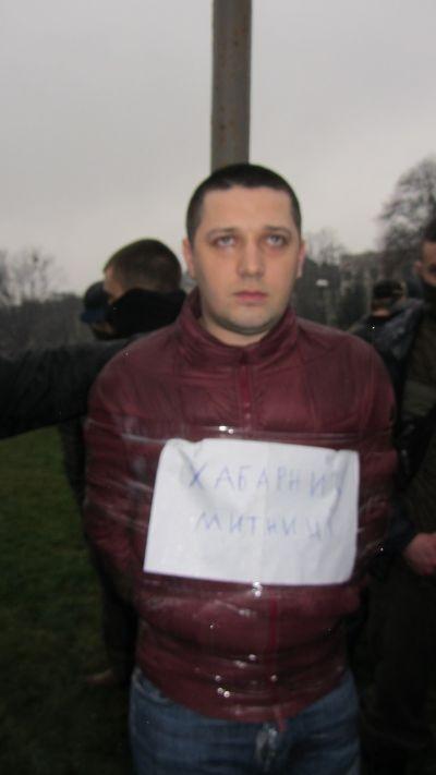 В Ужгороді схопили начальника Чопської митниці та прив'язали до стовпа (ВІДЕО, ФОТО)