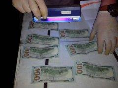Знову СБУ на Буковині впіймала працівника райвійськомату на хабарі 700 доларів