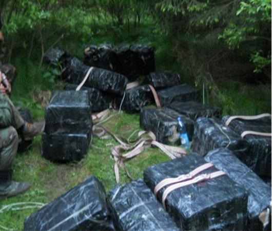 Буковинські прикордонники виявили півсотні ящиків цигарок