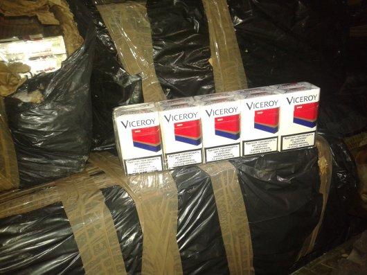 Майже 10 тисяч пачок сигарет контрабандисти приховали серед карпатських ялинок