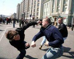 """В Алма-Аті казахи прийшли на допомогу українцю та розмазали представників """"руського міра"""" по асфальту"""