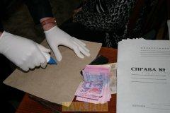 На Буковині інспектора з охорони навколишнього природного середовища спіймали на корупції