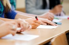 Буковинські школярі здаватимуть ЗНО на початку травня
