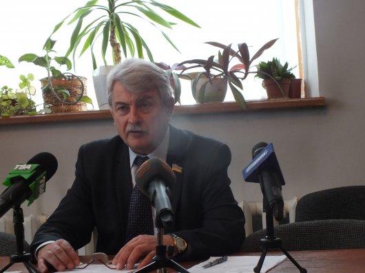 У Сокирянах вибори міського голови виграв Василь Равлик. Його опонент Василь Козак цього не визнає та подає позови до суду…