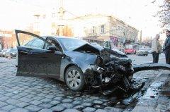 У Чернівцях на перехресті вулиць Головної та Садової сталося ДТП