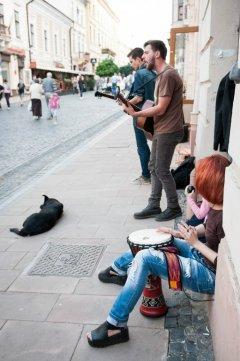 """Голоси чернівецьких вулиць або """"не стріляйте в музиканта, хай він грає, як уміє"""""""