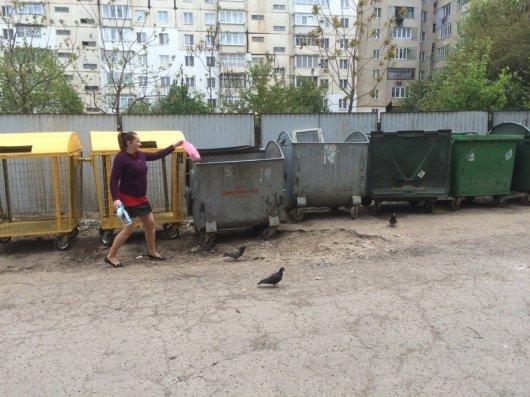 Нові баки-сітки вироблять у чернівчан звичку сортувати сміття