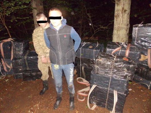 На Буковині прикордонники затримали 36 ящиків сигарет та двох ймовірних порушників