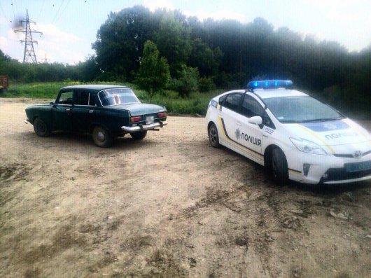 Патрульні знайшли вкрадений автомобіль в пункті прийому металобрухту