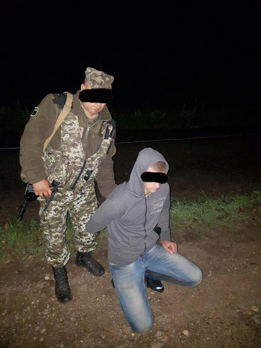 На Буковині прикордонники затримали двох порушників кордону