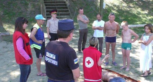 Рятувальники та працівники Червоного Хреста навчали громадян безпечному відпочинку на воді