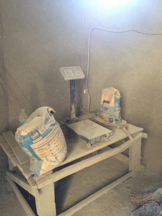 На Буковині правоохоронці викрили підпільне виробництво будівельних матеріалів